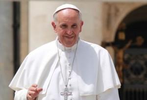 O Papa pede que os meios de comunicação difunda a fé