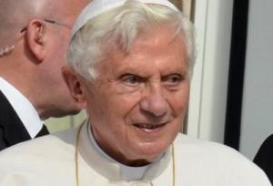 Nunca acobertei casos de pedofilia, diz Bento XVI