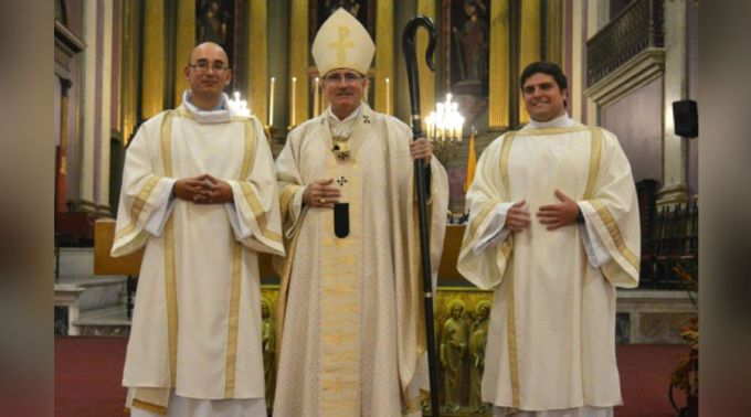 Jogador de rugby larga tudo para se tornar sacerdote no Uruguai