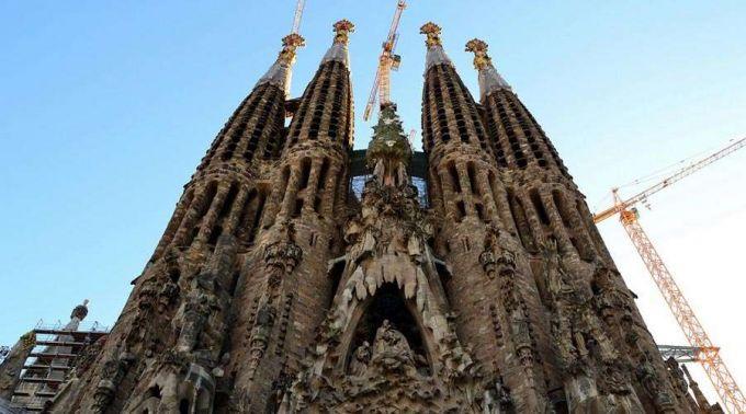 Basílica da Sagrada Família será iluminada de vermelho para recordar mártires