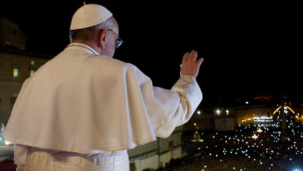Em Retiro Espiritual, Papa celebra aniversário de sua eleição em oração