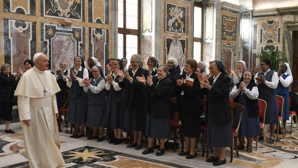 Papa às Paulinas: é tempo de voltar ao essencial