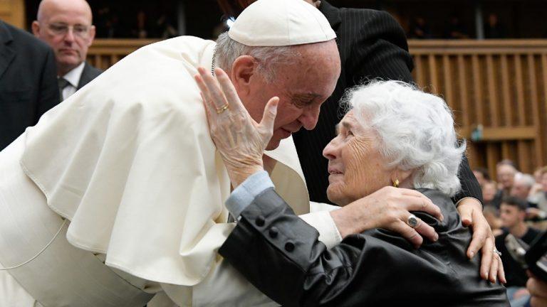 Vaticano realiza primeiro congresso internacional sobre idosos
