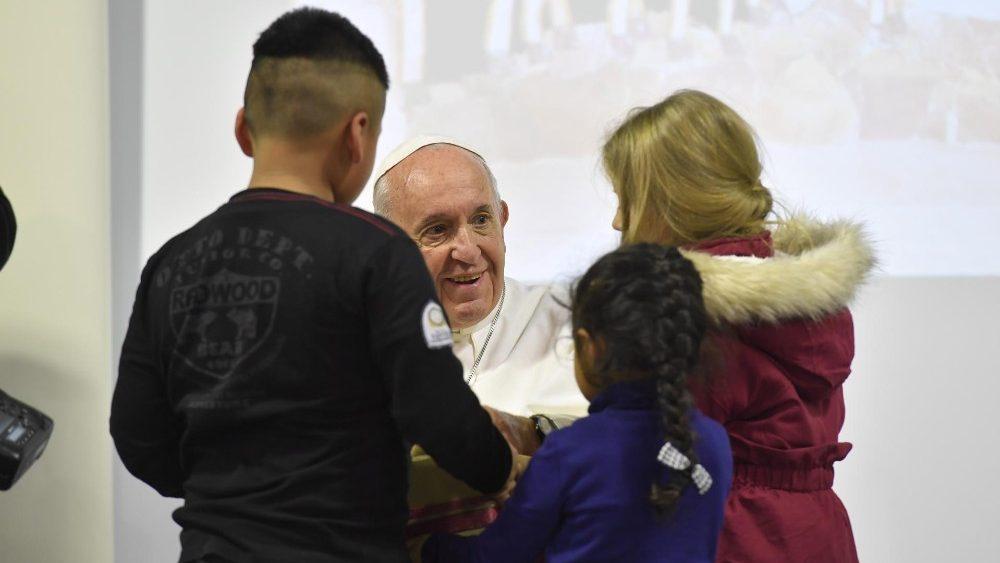 Papa na Caritas de Roma: ajudar um ao outro faz bem ao coração, somos todos vulneráveis