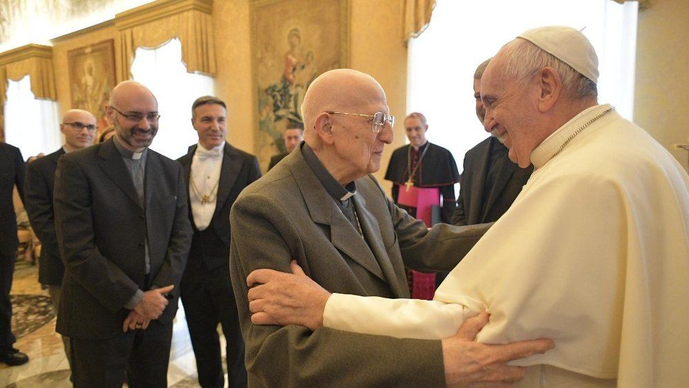 Papa: ser cristão é estar ao lado dos pobres