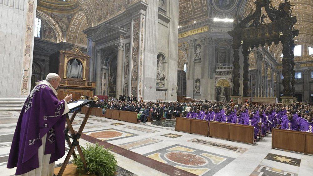 Papa Francisco: oração e caridade são tesouros, o consumismo gera violência