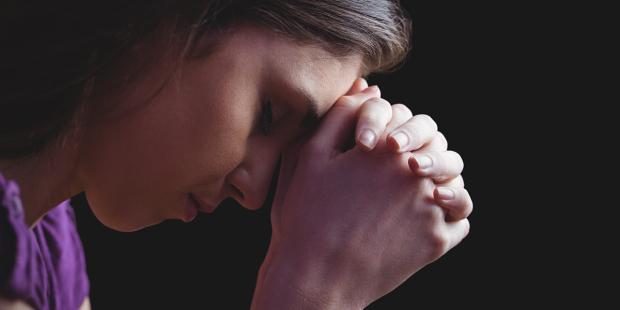 Por que é bom pedir perdão a Deus na oração da noite?