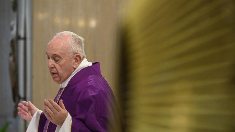 As cerimônias do Papa continuarão através da TV e streaming