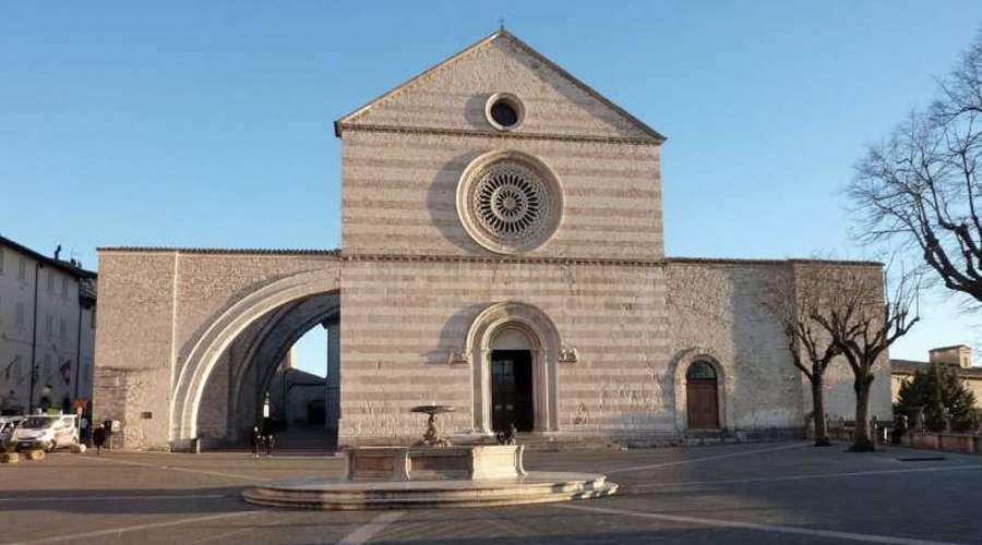 Conheça a Basílica de Santa Clara onde se encontra o Crucifixo que falou a São Francisco