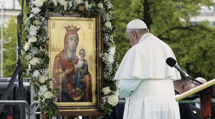 Papa Francisco sugere imitar a oração da Virgem Maria