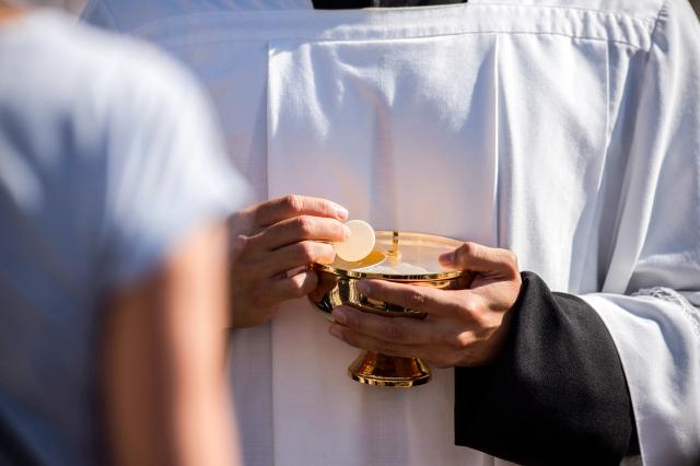 Antes da Comunhão, reze este ato de fé na presença real de Cristo